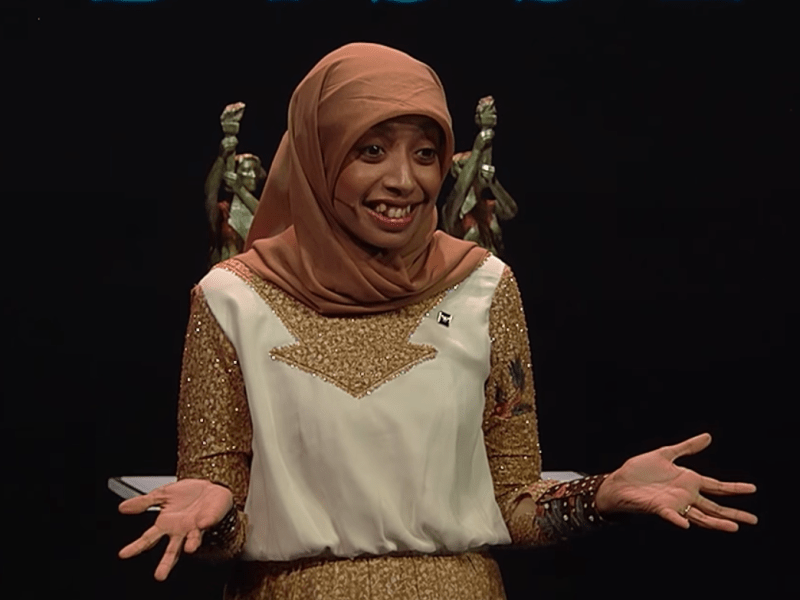 Indonesian comic Sakidiyah Ma'ruf telling jokes at the Oslo Freedom Forum in Norway. Photo: Youtube