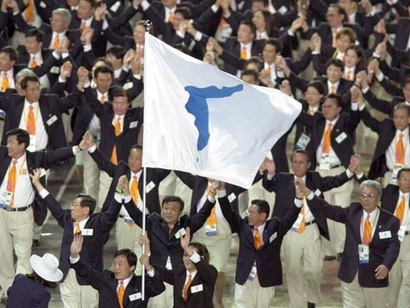 Athletes from South and North Korea march together with a flag bearing the image of the Korean peninsula at the opening ceremony of the 2000 Summer Olympics in Sydney. Photo: AFP / Eric Feferberg