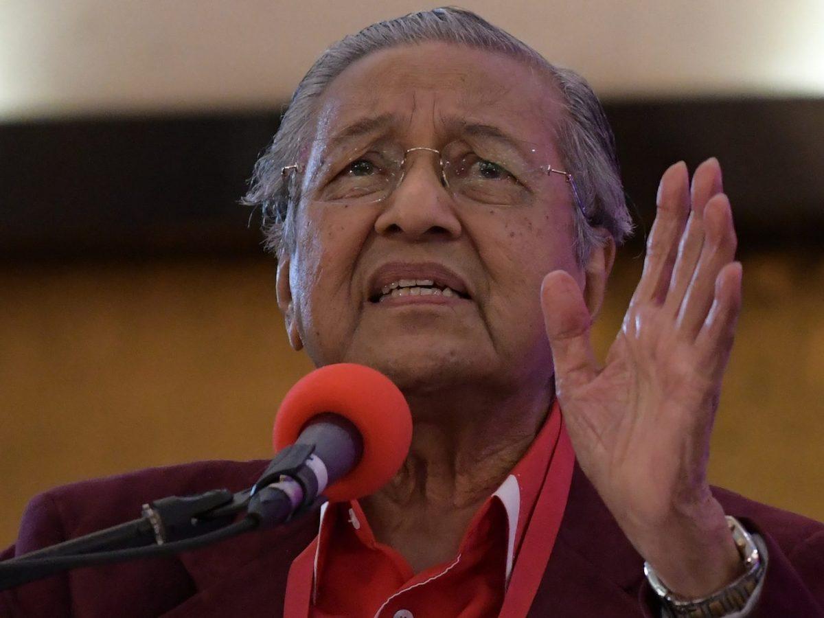 Malaysian Prime Minister Mahathir Mohamad delivers a speech outside Kuala Lumpur on January 7, 2018. Photo: AFP/Mohd Rasfan