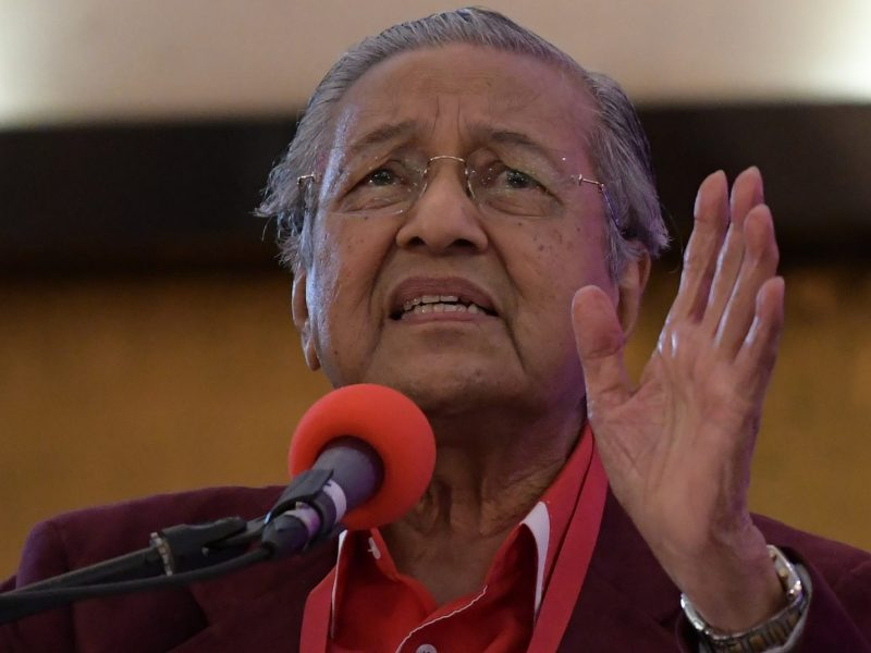 Malaysian Prime Minister Mahathir Mohamad delivers a speech outside Kuala Lumpur on January 7, 2018. Photo: AFP/Mohd Rasfan