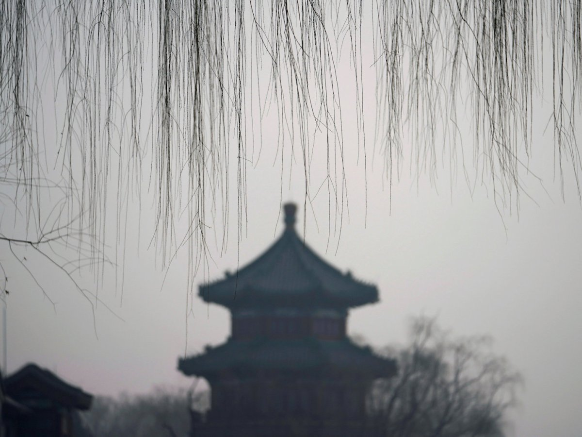 A traditional pavilion is surrounded in smog in Beijing's Houhai area. Photo: Reuters /Jason Lee