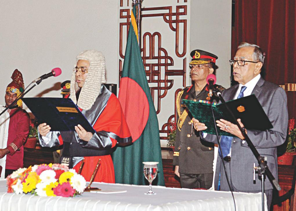 President Abdul Hamid administered the oath to the newly appointed Chief Justice Syed Mahmud Hossain. Photo: Courtesy Public Information Department, Bangladesh