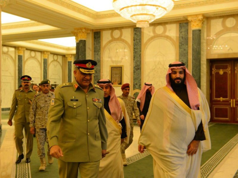 Pakistan Army Chief  General Qamar Bajwa talks with Saudi Crown Prince Muhammad bin Salman in December 2016. Photo: Courtesy Pakistan Army