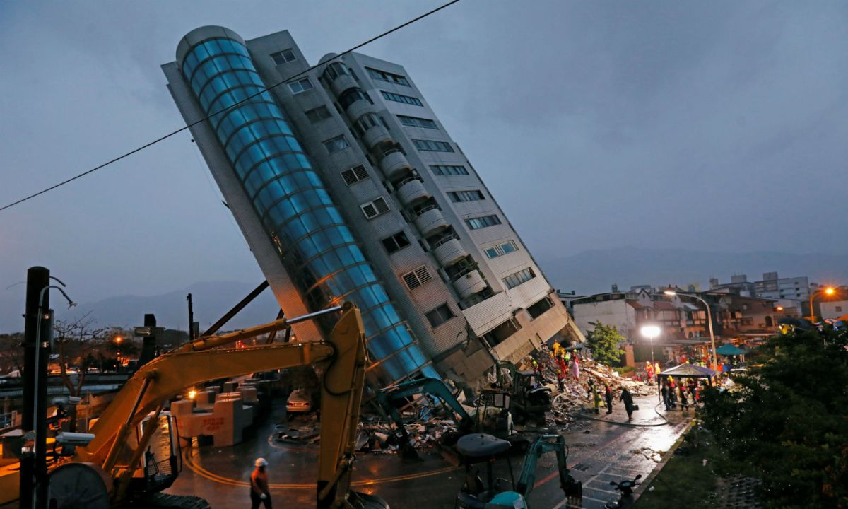 The stricken residential building is seen after the quake hit Hualien. Photo: Reuters /Tyrone Siu