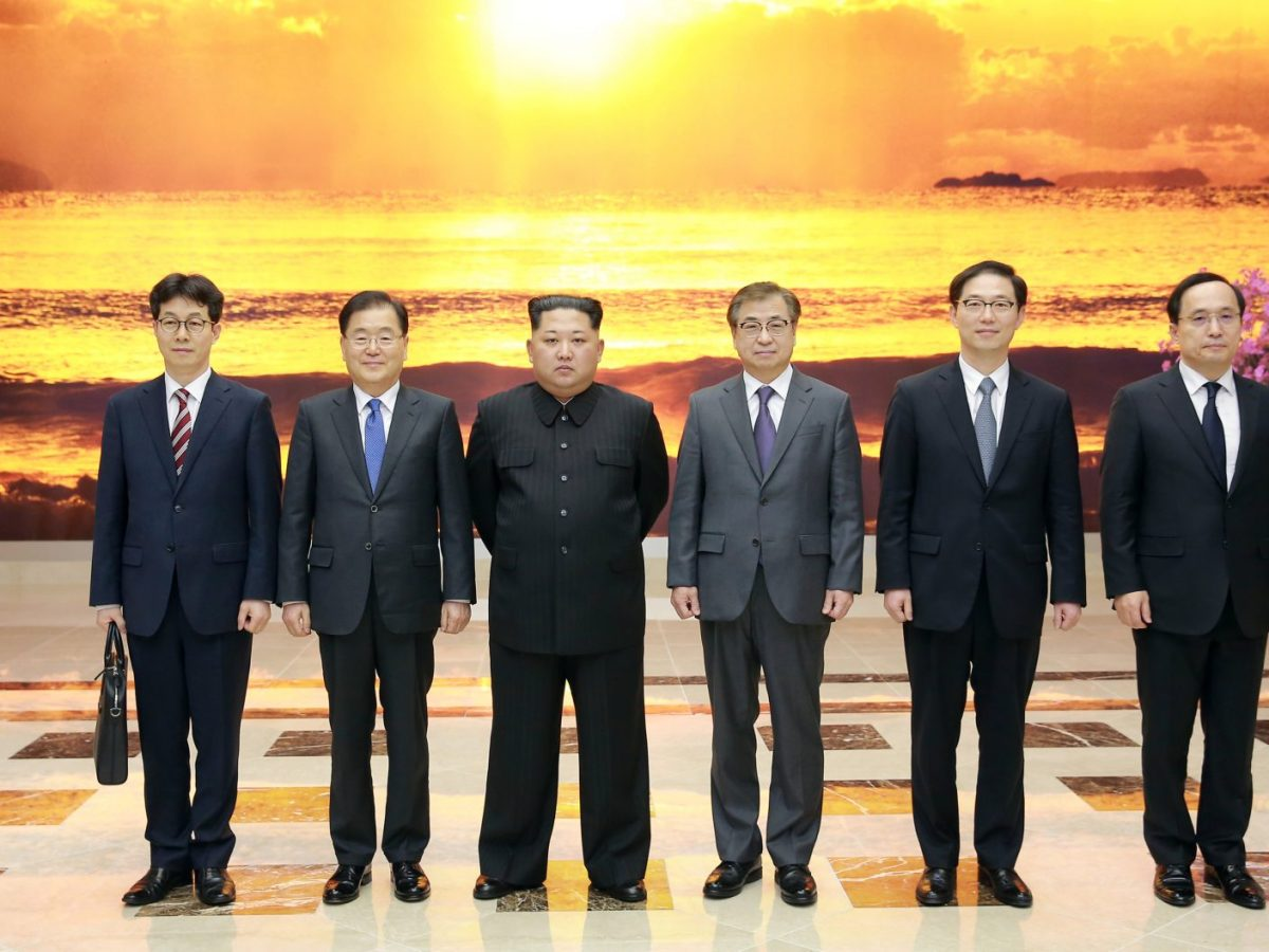 North Korean leader Kim Jong Un poses for photos with a South Korean delegation led by Chung Eui-yong (second from left) in Pyongyang, North Korea, on March 6, 2018. Photo: The Presidential Blue House / Yonhap via Reuters