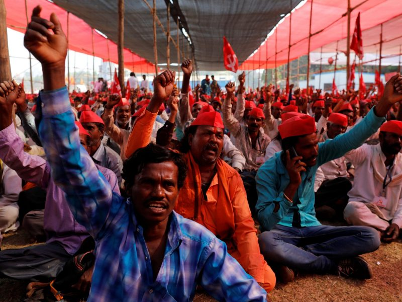 Farmers shout slogans against the government at a rally organized by All India Kisan Sabha (AIKS) in Mumbai, India, on March 12, 2018. Photo: Reuters / Danish Siddiqui
