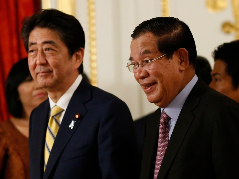 Cambodia's Prime Minister Hun Sen and Japan's Prime Minister Shinzo Abe (L) at the state guest house in Tokyo, August 7, 2017.  Photo: AFP/Toru Hannai/Pool