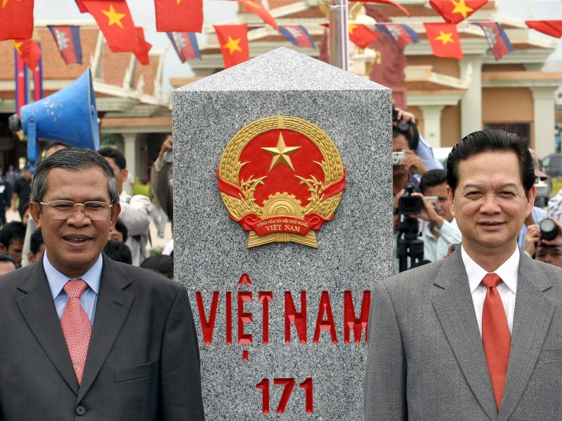 Cambodian Prime Minister Hun Sen (L) and his then Vietnamese counterpart Nguyen Tan Dung stand next to a border marker during an inauguration ceremony at Cambodia's Bavet commune in Chantrea district, Svay Rieng province, September 2006. Photo: AFP/Tang Chhin Sothy