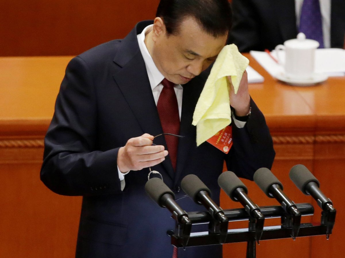 Chinese Premier Li Keqiang wipes his brow during his speech at the National People's Congress. Photo: Reuters / Jason Lee