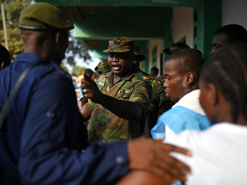 A soldier shouts to keep order as people queue to cast their vote during Sierra Leone's general election in Freetown, Sierra Leone March 7, 2018. Photo: Reuters/Olivia Acland