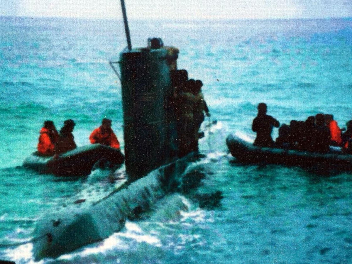 South Korean commandos board a stranded submarine in 1996. A team of South Korean commandos are now on a hostage-rescue mission. Photo: Andrew Salmon/Asia Times