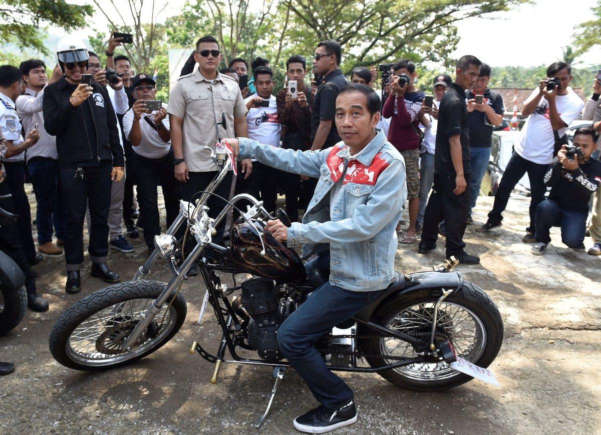 Indonesian President Joko Widodo poses with a Royal Enfield motorbike during his visit at Pelabuhan Ratu beach in Sukabumi, Indonesia,  April 8, 2018.  Photo: Antara Foto/Puspa Perwitasari via Reuters