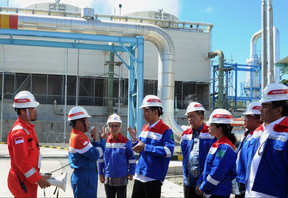 "In this presidential palace photo taken on July 5, 2015 and released on July 6, 2015, Indonesia's President Joko Widodo (4th L), accompanied by officials, inspects the geothermal plant run by Pertamina, the state-owned energy firm, during the inauguration of the geothermal power plant unit 5 and the groundbreaking of the geothermal project in Kamojang in West Java province. Indonesia, made up of thousands of islands stretching from the Indian to the Pacific Oceans, is home to some 130 volcanoes and is estimated to hold around 40 percent of the world's geothermal potential. AFP PHOTO / RUSMAN / PRESIDENTIAL PALACE ---EDITORS NOTE ---- RESTRICTED TO EDITORIAL USE --- MANDATORY CREDIT ""AFP PHOTO / RUSMAN / PRESIDENTIAL PALACE"" --- NO MARKETING - NO ADVESTISING CAMPAIGNS --DISTRIBUTED AS SERVICE TO CLIENTS / AFP PHOTO / PRESIDENTIAL PALACE / RUSMAN"