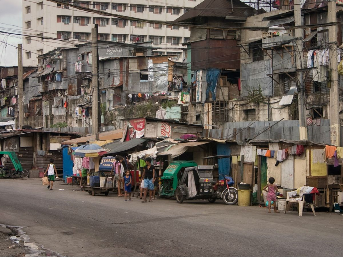 Nearly 10 million Filipinos consider themselves poor, a poll has found. This shot shows a poor area in the capital Manila. Photo: Wikimedia Commons, Anton Zelenov
