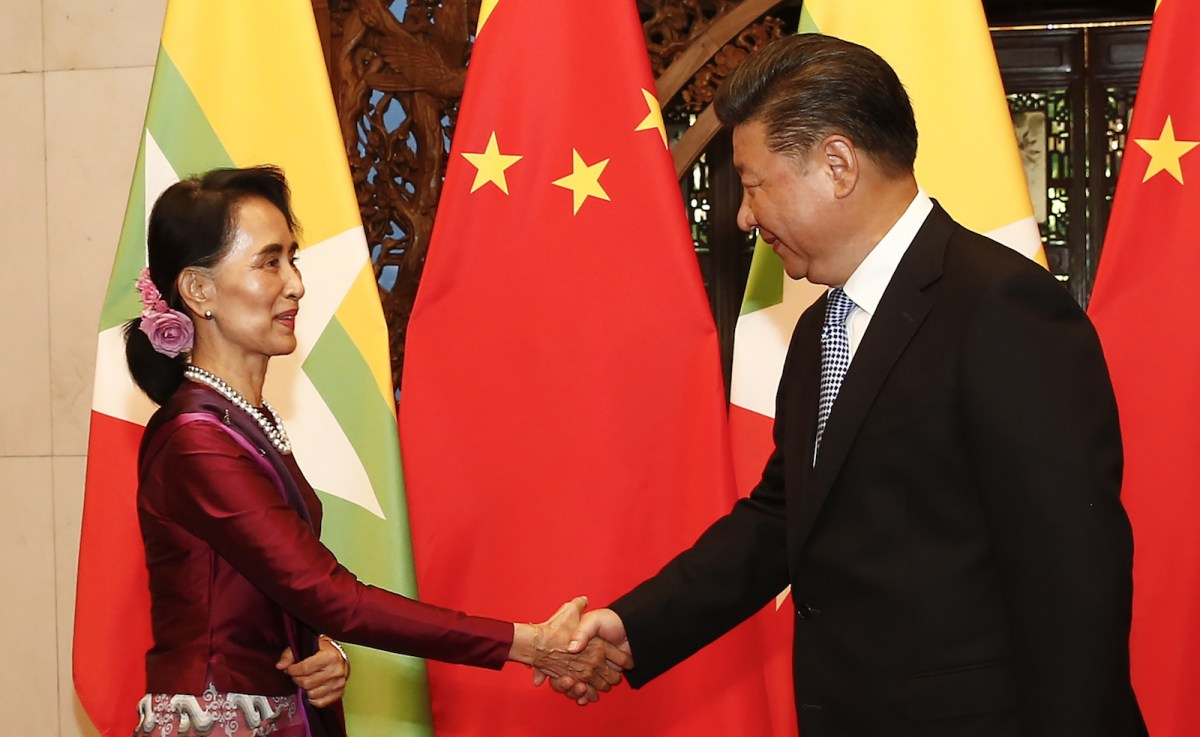 Myanmar State Counsellor Aung San Suu Kyi (L) greets Chinese President Xi Jinping before a meeting at the Diaoyutai State Guesthouse in Beijing on August 19, 2016. Photo: AFP/Dela Pena
