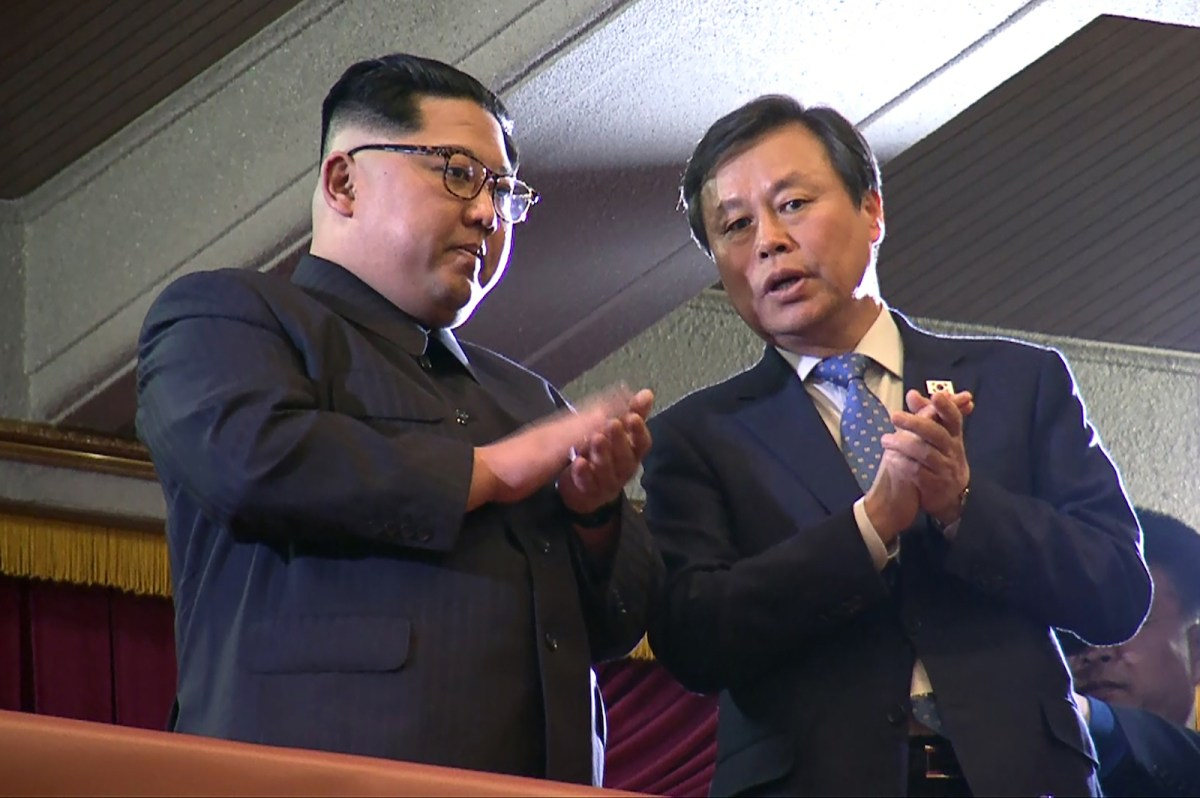 North Korean leader Kim Jong-un, left, and South Korea's Culture, Sports and Tourism Minister Do Jong-whan at the East Pyongyang Grand Theatre in Pyongyang on April 1, 2018. Photo: AFP