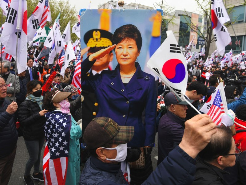Supporters of South Korea's former president Park Geun-hye shout during a rally calling for her release outside the Seoul Central District Court on April 6, 2018. Photo: AFP/ Jung Yeon-je