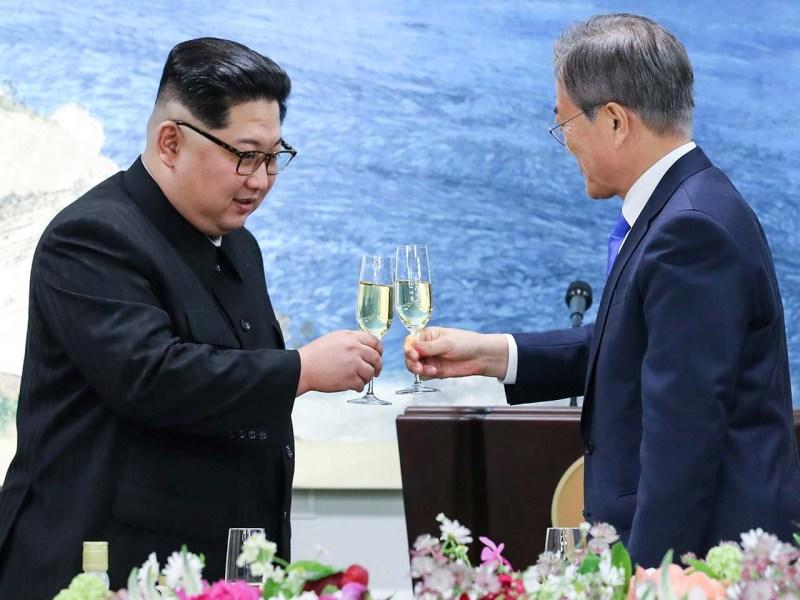 South Korean President Moon Jae-in and North Korean leader Kim Jong Un share a toast on April 27, 2018. Photo: Korea Summit Press Pool via Reuters