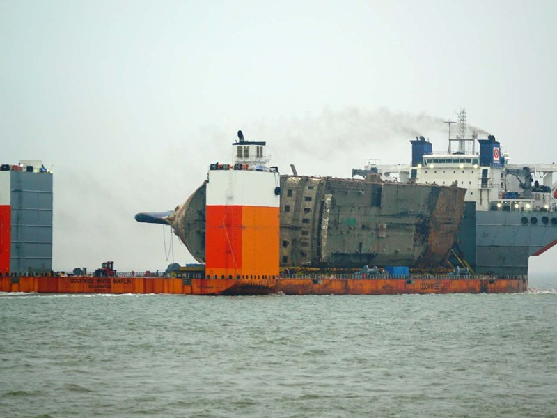 A semi-submersible ship carrying the wreck of the Sewol ferry off the southwestern island of Jindo. PHOTO: AFP/SOUTH KOREAN MARITIME MINISTRY