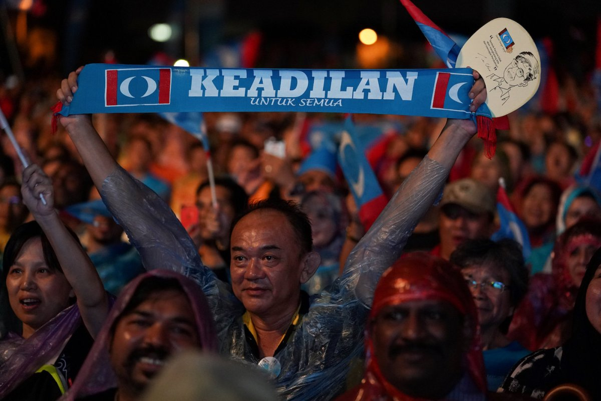 Supporters of Malaysia's opposition Pakatan Harapan attend an election campaign rally in Kuala Lumpur, Malaysia, May 6, 2018. Photo: Reuters/Athit Perawongmetha