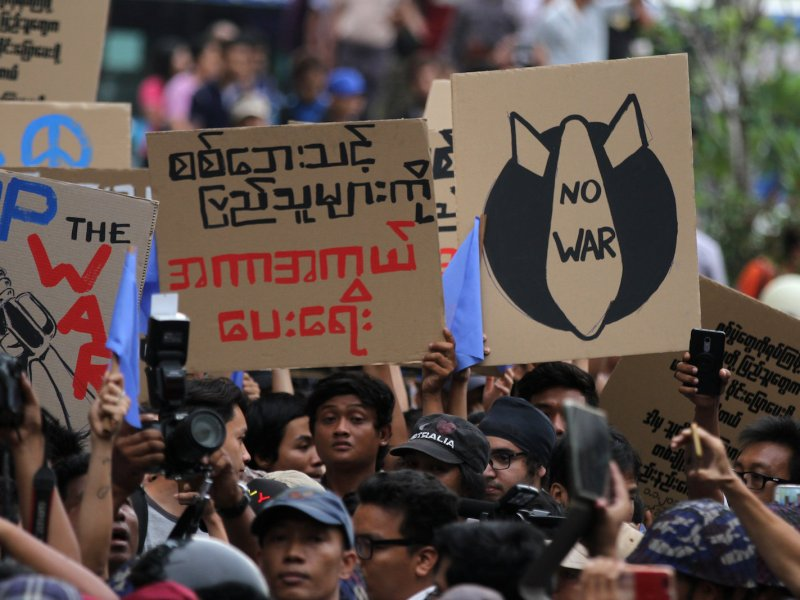 Students take part in a rally demanding peace in war-torn Kachin state in Yangon, Myanmar May 12, 2018. Photo: Reuters/Stringer
