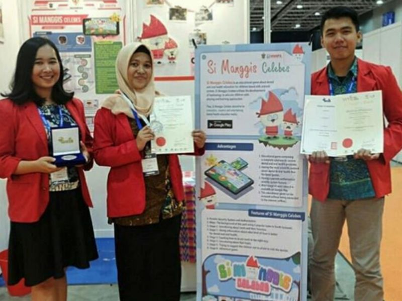 Students from Hasanuddin University won awards for their educational game on oral and dental health at the 2018 International Invention, Innovation and Technology Exhibition in Malaysia. Photo: Instagram@nfaisyariandani_