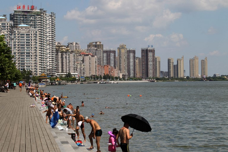 Tourists enjoy swimming in the Yalu River, also called the Amrok River or Amnok River, on the border of China and North Korea. Photo: AFP