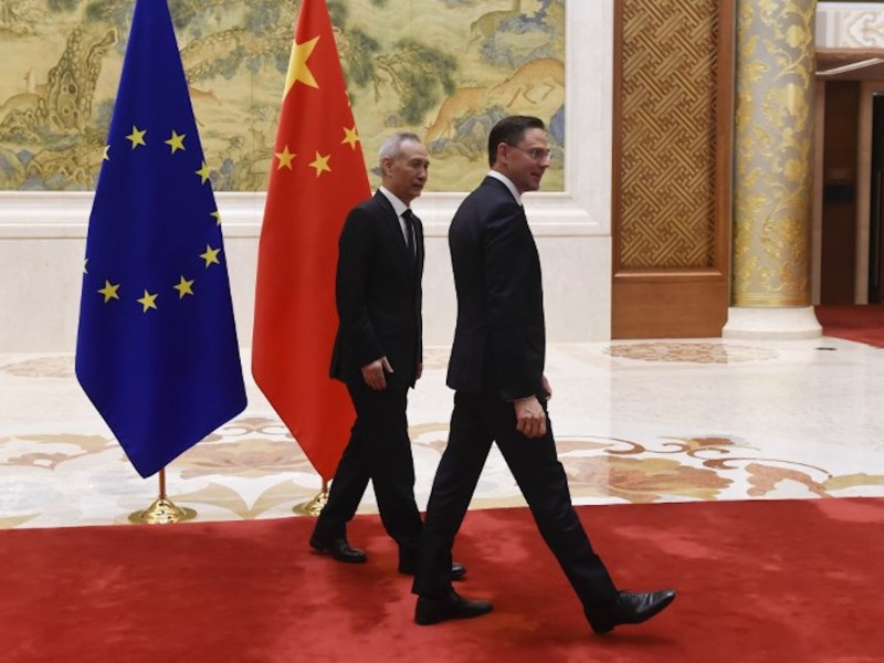 European Commission Vice-President Jyrki Katainen (right) and Chinese Vice-Premier Liu He walk to their meeting during the EU-China High-level Economic Dialogue in Beijing. Photo: AFP / Wang Zhao