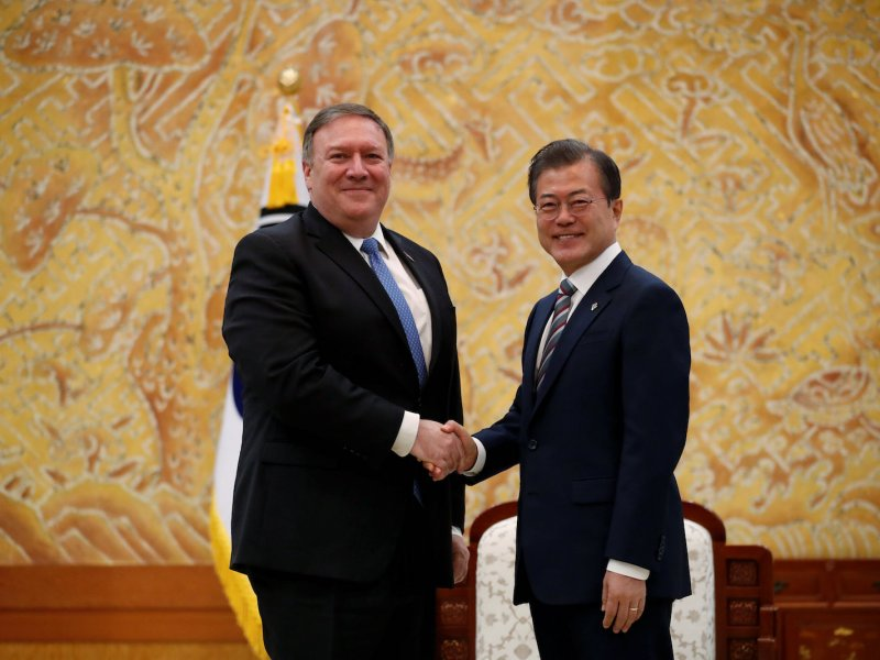 US Secretary of State Mike Pompeo shakes hands with South Korean President Moon Jae-in during a bilateral meeting at the presidential Blue House in Seoul on June 14. Photo: Reuters/Kim Hong-ji/Pool