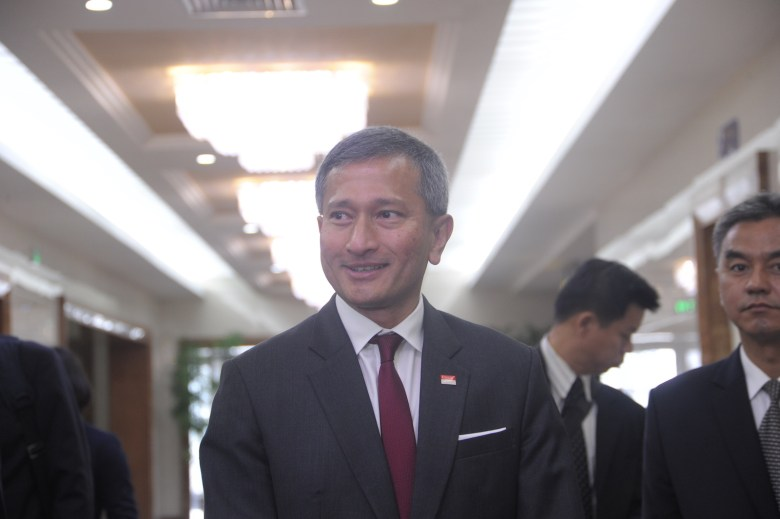 In a photo takn on June 7, 2018 Singapore's foreign minister Vivian Balakrishnan arrives at Pyongyang international airport. Balakrishnan is making a two-day trip to Pyongyang, as preparations for a summit in the city-state between Donald Trump and Kim Jong Un accelerate. / AFP PHOTO / Kim Won-Jin