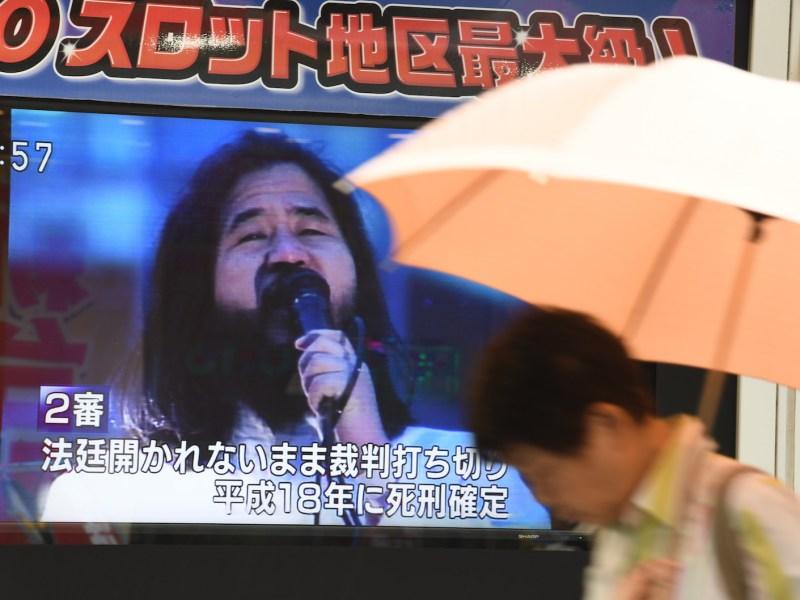 A pedestrian walks past a screen flashing news on the execution of Shoko Asahara, leader of the Aum Shinrikyo cult, in Tokyo on July 6. Photo: AFP/ Toshifumi Kitamura