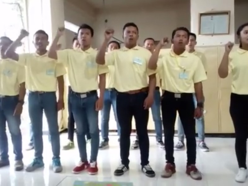 A still from a video showing Indonesian migrant workers chanting in Mandarin. Photo: Facebook/Alimah Ccuk Ponorogo
