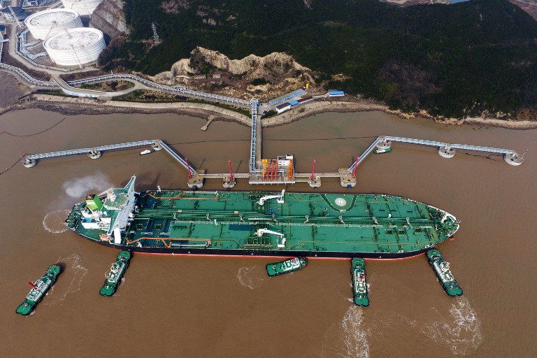 Tugboats dock the oil tanker 'Daniel' carrying crude oil imported from Iran at the Port of Zhoushan in eastern China's Zhejiang province in March. Photo: AFP