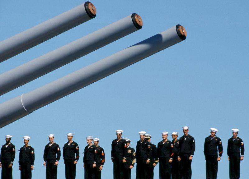 澳洲軍艦和船員參加悉尼港的海上閱兵。相片:AFP