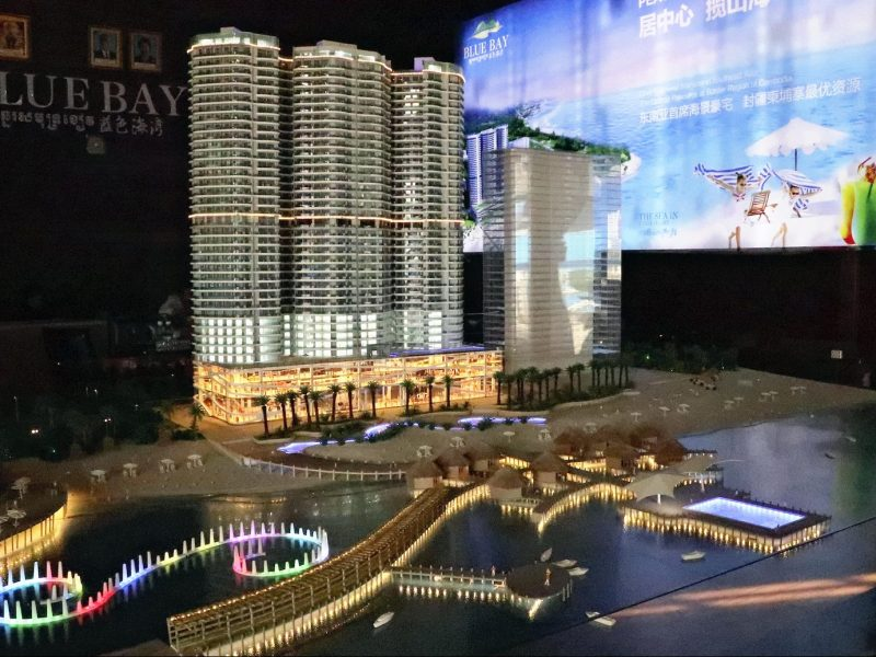 This photo taken on April 17, 2018 shows a showroom of a complex including luxury residence and hotel in Sihanoukville, Cambodia. In the city, construction projects for Chinese people, casinos and hotels are progressing one after another.( The Yomiuri Shimbun )
