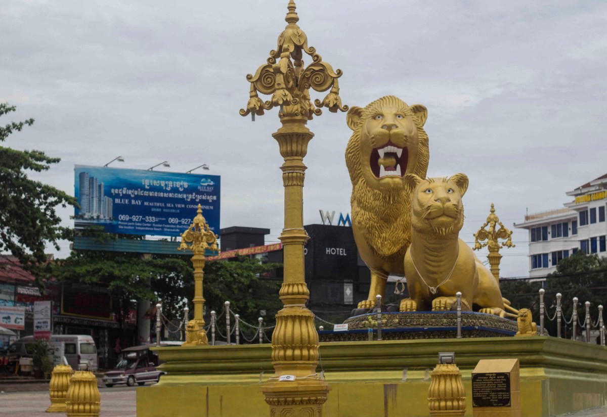 Chinese-style statues sit at the heart of Cambodia's Sihanoukville casino town. Photo: Faceboo