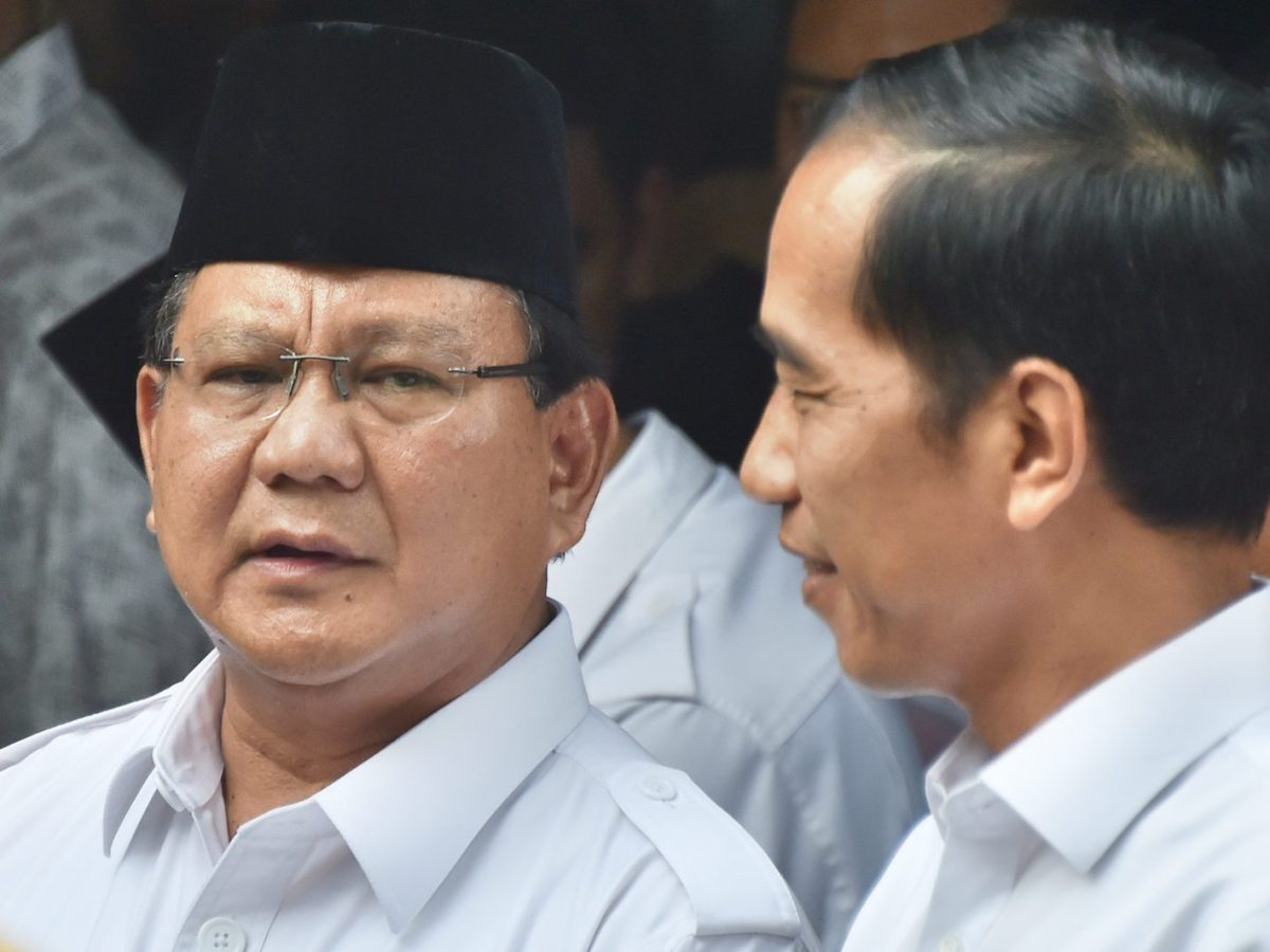 President elect Joko Widodo (R) and  presidential candidate Prabowo Subianto (L) meet at Prabowo's compound in Jakarta on October 17, 2014 ahead of Widodo's official inauguration. Photo: AFP/Bay Ismoyo