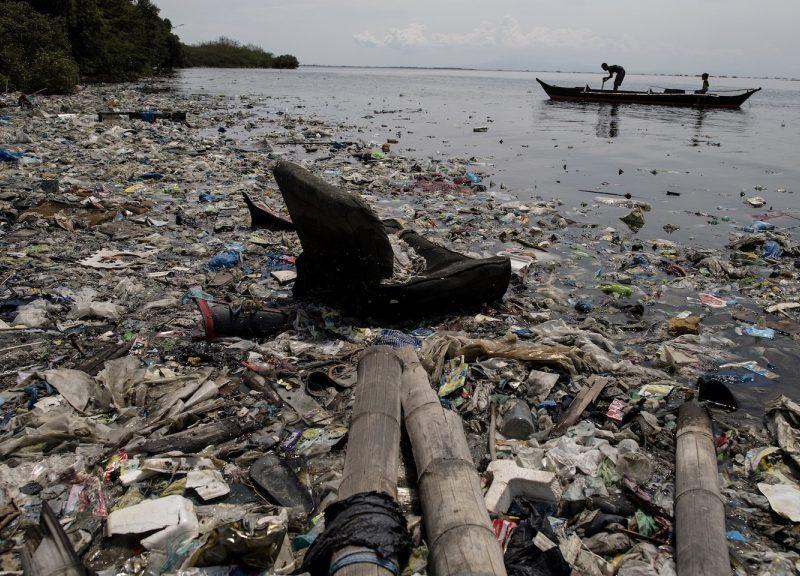 在馬尼拉附近的自由島是生物重要棲息地和生態旅遊區,其海灘邊緣充滿塑膠垃圾。相片:AFP / Noel Celis