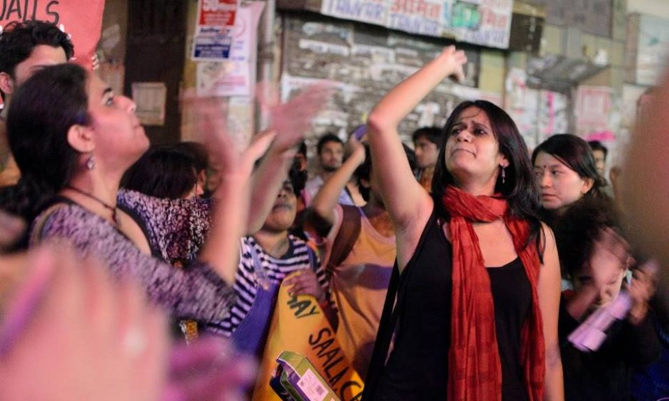 Pinjra Tod的社運人士在抗議聚會上高呼口號。相片:Facebook