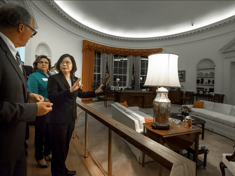 Taiwanese President Tsai Ing-wen (left) tours a replica of the Oval Office during the Ronald Reagan administration in Los Angeles before heading for Paraguay. Photo: Presidential Office of Taiwan