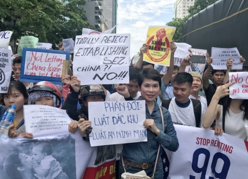 2018年6月,越南示威者抗議政府擬定通過經濟特區法。相片:Twitter