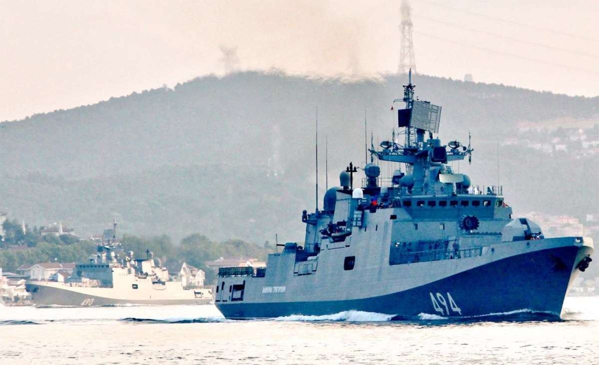 Admiral Grigorovich class frigate AdmIral Essen sails through the Bosphorus on Aug. 26 on its way to the Mediterranean Sea. Photo: Twitter