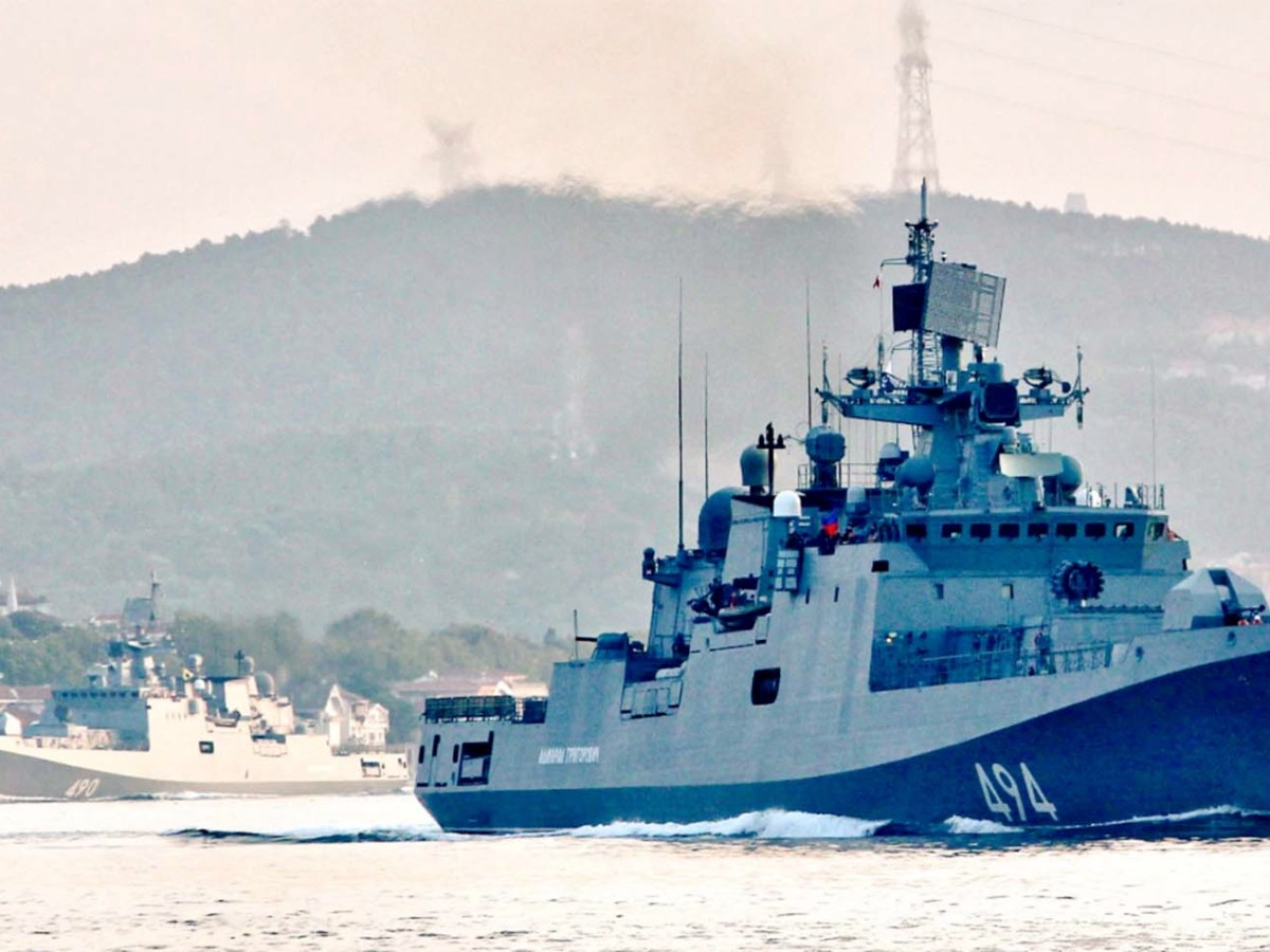 Admiral Grigorovich class frigate AdmIral Essen sails through the Bosphorus on Aug. 26 on its way to the Mediterranean Sea. Photo: Twitter