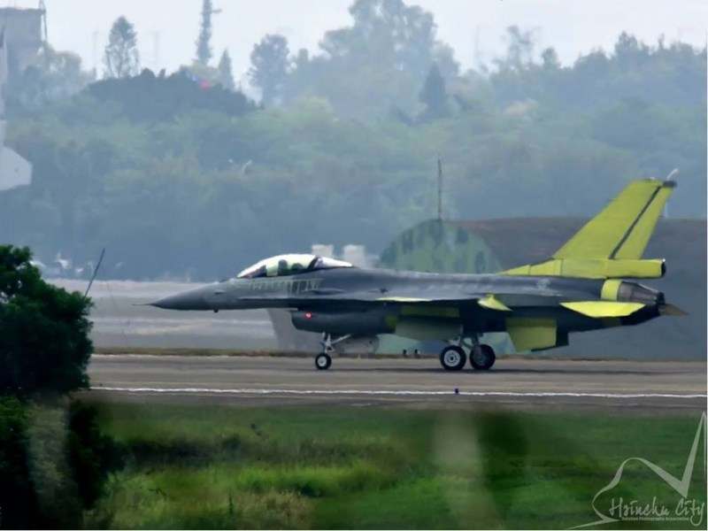 An F-16V on a runway at the Ching Chuan Kang Airbase in Taichung. Photo: Twitter