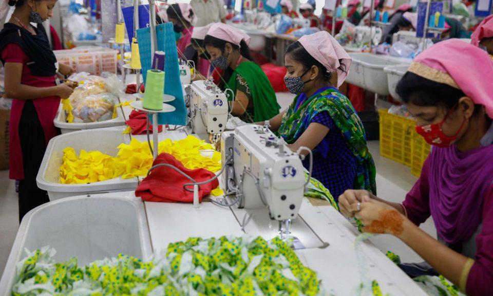2018年2月17日,孟加拉女工在達卡郊區加濟布爾(Gazipur)的一間服裝廠內工作。相片:AFP / Mehedi Hasan / NurPhoto