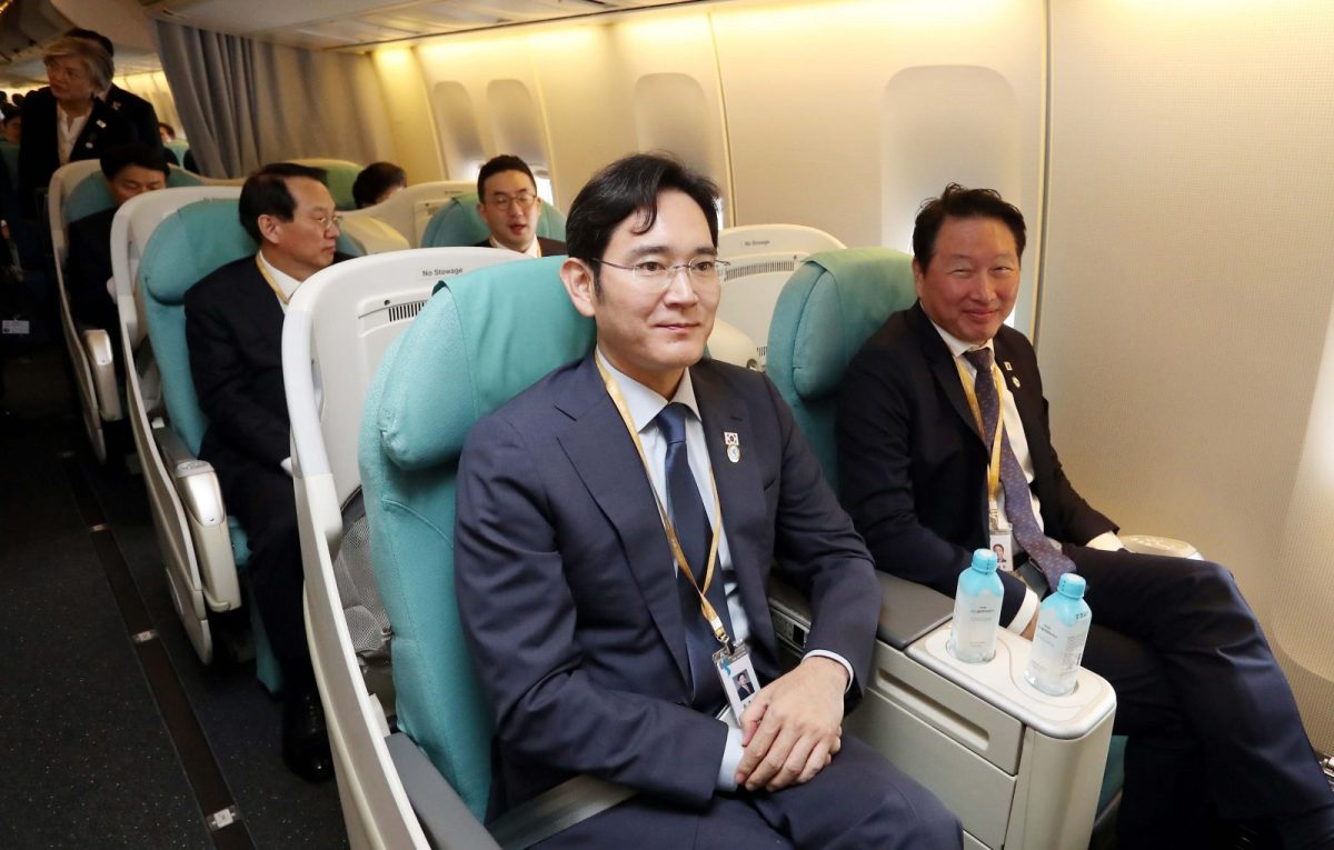 Samsung heir Lee Jae-yong, center, and other South Korean business tycoons are seen on a plane bound for Pyongyang on Sept 18. South Korean President Moon Jae-in's stock bailout fund will help business tycoons at a time when he needs to crack down on monopolistic behavior. Photo: AFP / Pyeongyang Press Corps