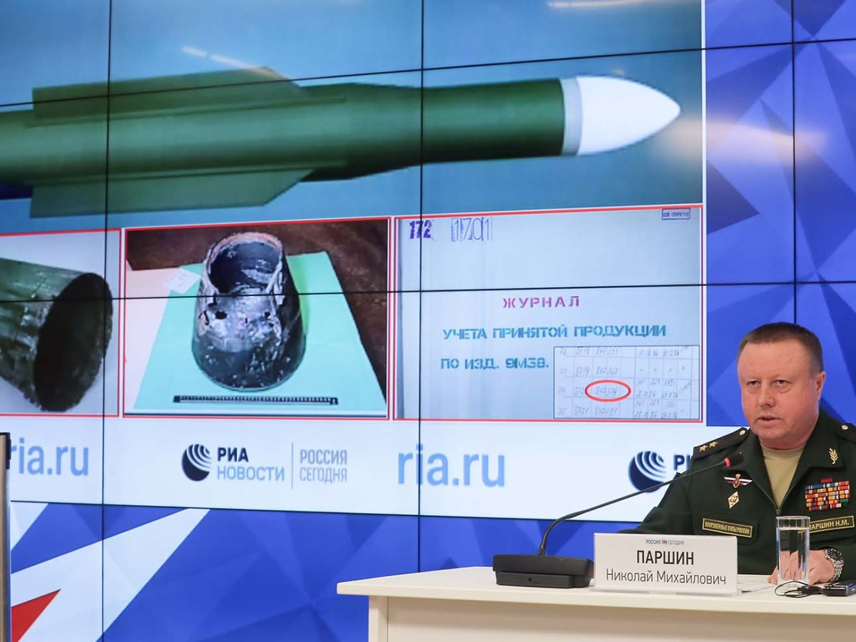 Russian Defense Ministry Main Missile and Artillery Directorate Chief Lt. Gen. Nikolai Parshin speaks as a screen shows a Buk anti-aircraft missile during a news conference in Moscow on Sept. 17, 2018, about a missile that shot down Malaysian Airlines flight MH17 four years ago. Photo: Sputnik/ Vitaliy Belousov via AFP