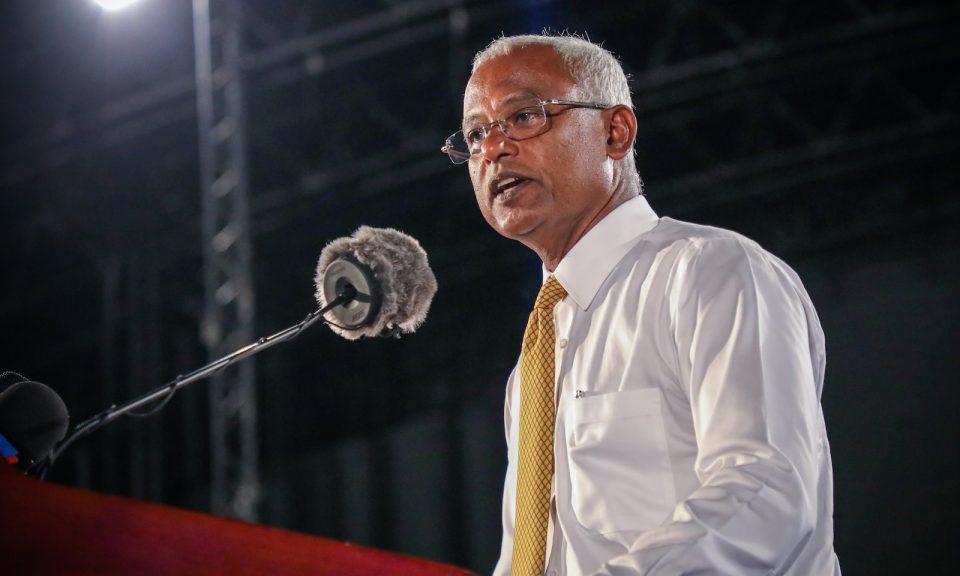 在舉行大選之前,馬爾代夫的主要反對派領導人和總統候選人薩利赫在馬爾代夫首都馬累的競選集會上向人群致辭。相片:AFP
