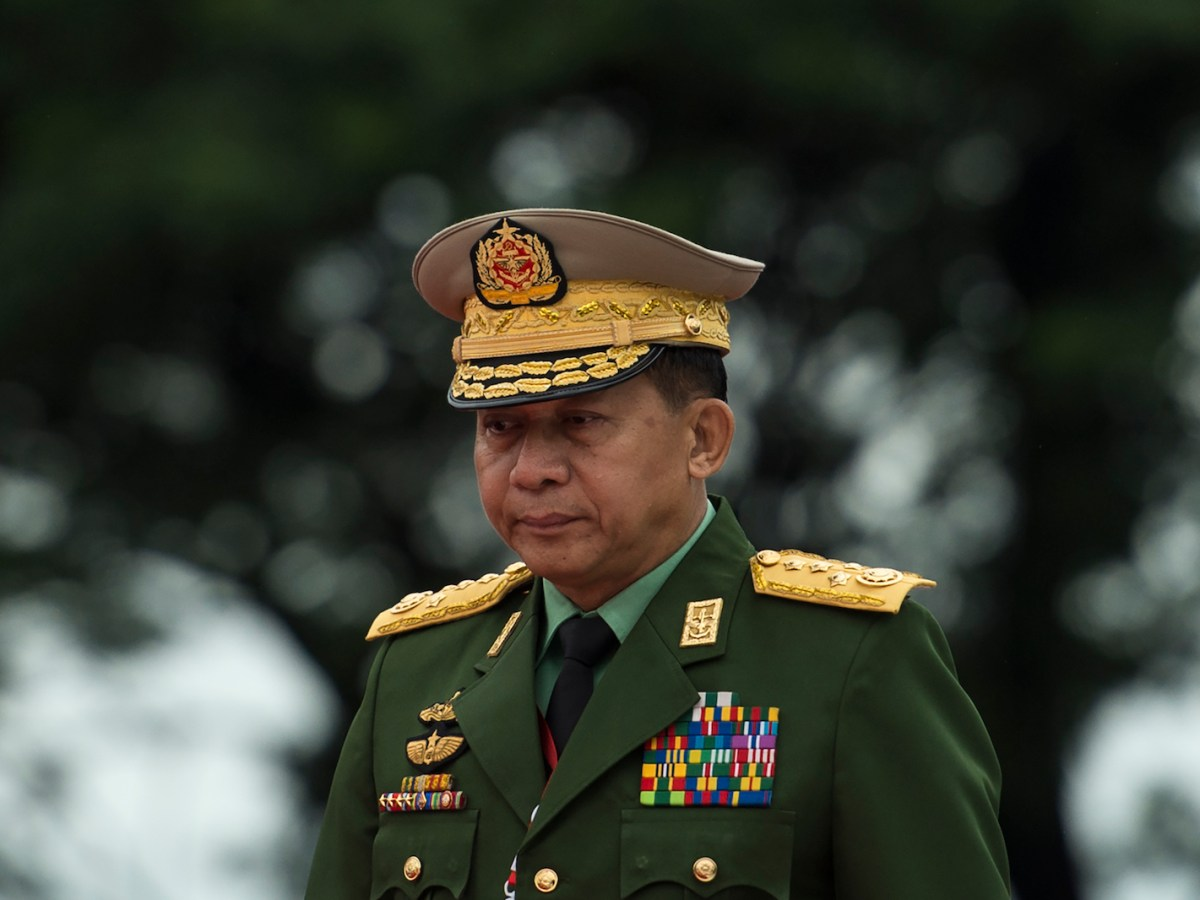 Commander-in-chief of Myanmar armed forces general Min Aung Hlaing pays his respects to country's independence heroes during a ceremony to mark the 71st anniversary of Martyrs' Day in Yangon on July 19, 2018.Photo: AFP/Ye Aung Thu