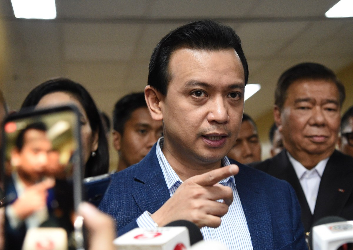 Philippine Senator Antonio Trillanes (C) speaks during a stand-up press conference at the Senate in Manila on September 4, 2018 as follow lawmakers stand around. Photo: AFP/Ted Aljibe